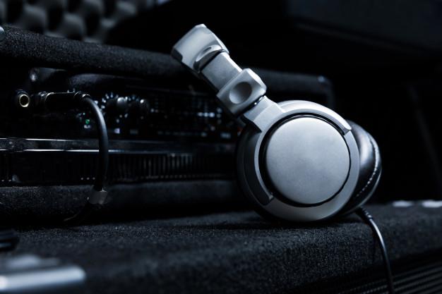Como elegir correctamente los auriculares de estudio